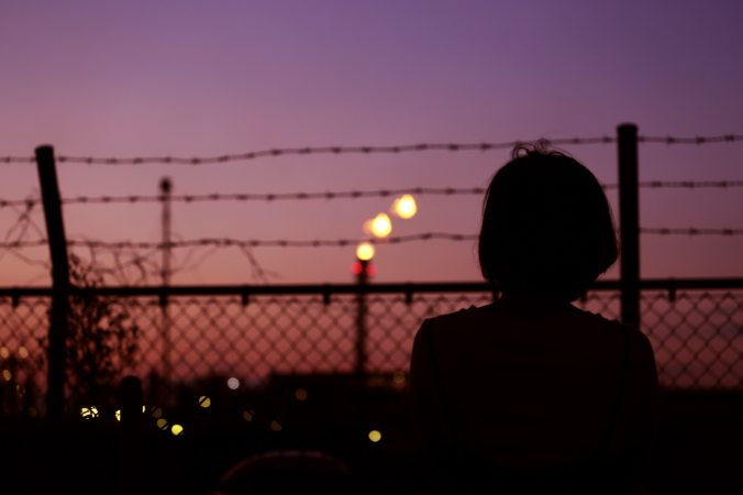 backlit-barbed-wire-bokeh-1022690