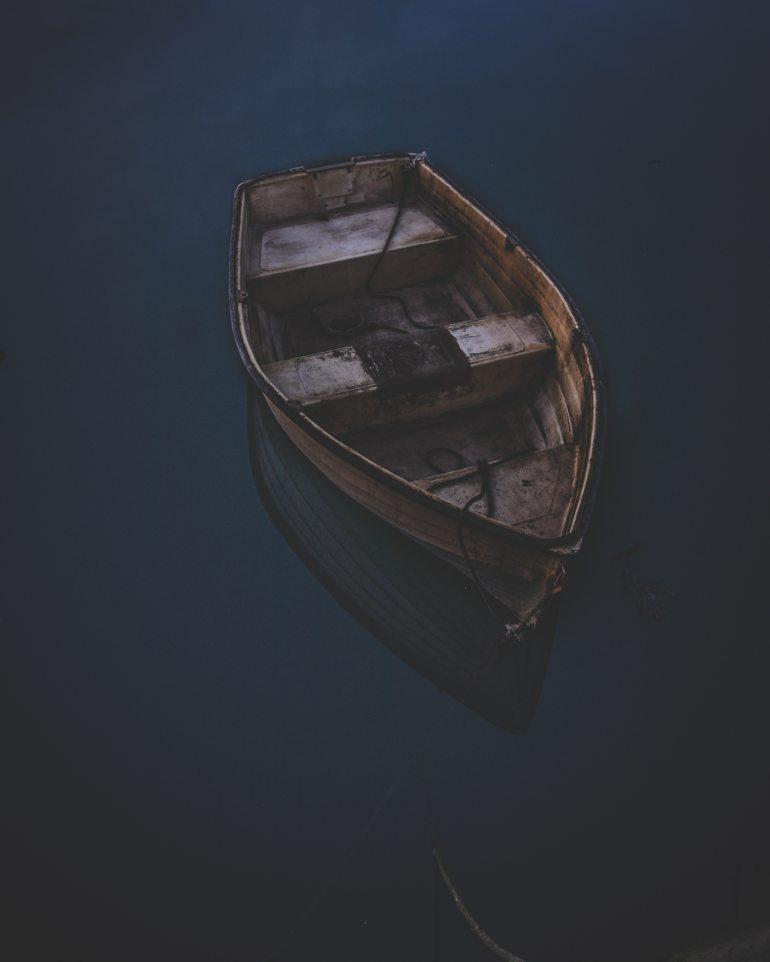 canoe-on-body-of-water-2262800